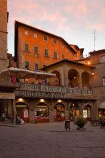 Piazza Di Pesheria, Cortona