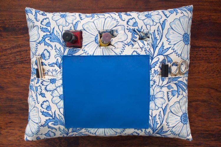 1421184-Manicure Cushion