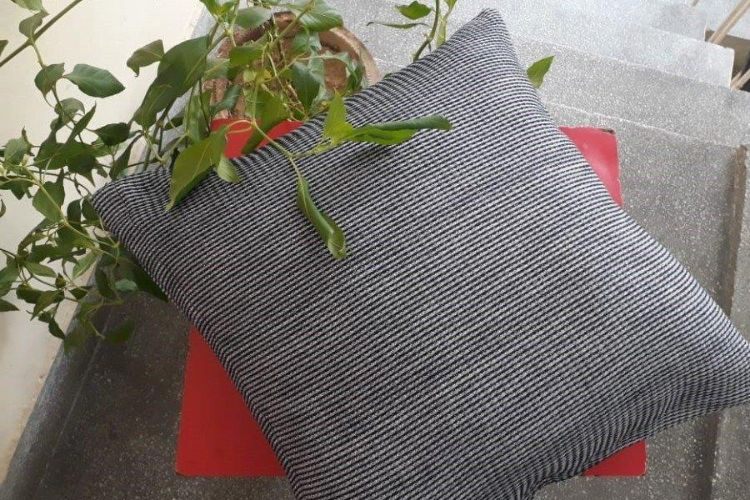 2521289-Cotton Hand-Woven Cushion Covers