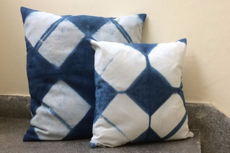 2821210-Cotton Indigo Cushion Cover