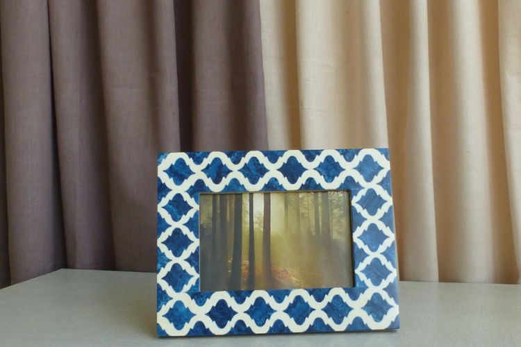 7613312-Blue Photo Frame