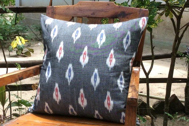 6421173 Koyyalgudam  Cushion Cover