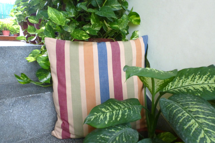 6921223-Hand Woven Cotton Cushion Cover
