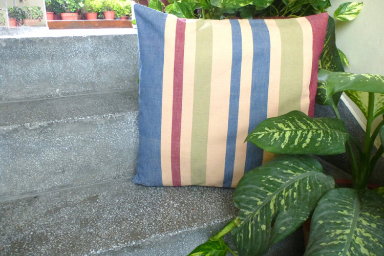 6921224-Hand Woven Cotton Cushion Cover