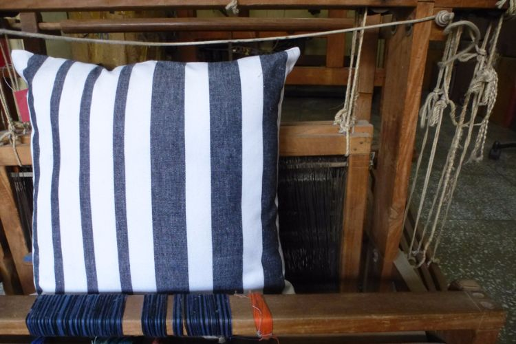 6921226-Hand Woven  Cotton  Cushion  Cover