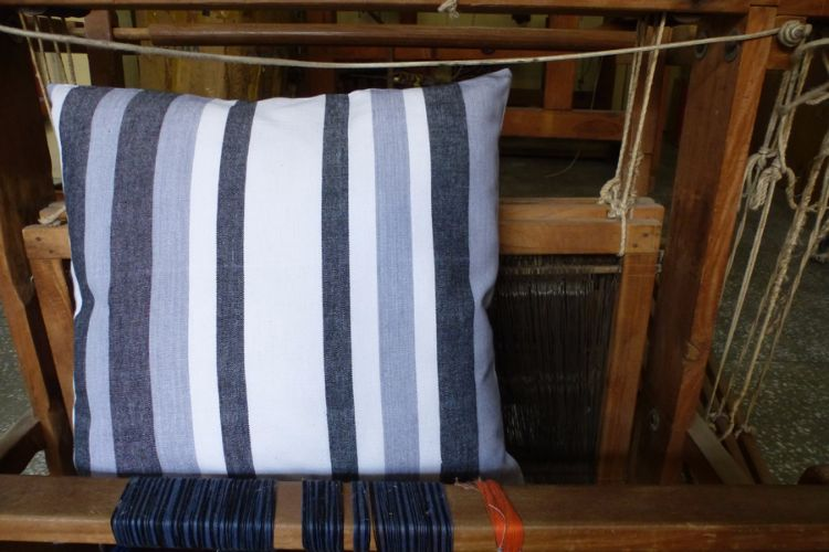 6921227-Hand Woven Cotton Cushion Cover
