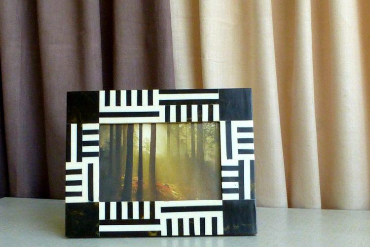 7613311-Monochrome Photo Frame