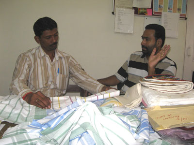 Nagappa (BMKA) discussing tea towels with Mathew from MESH