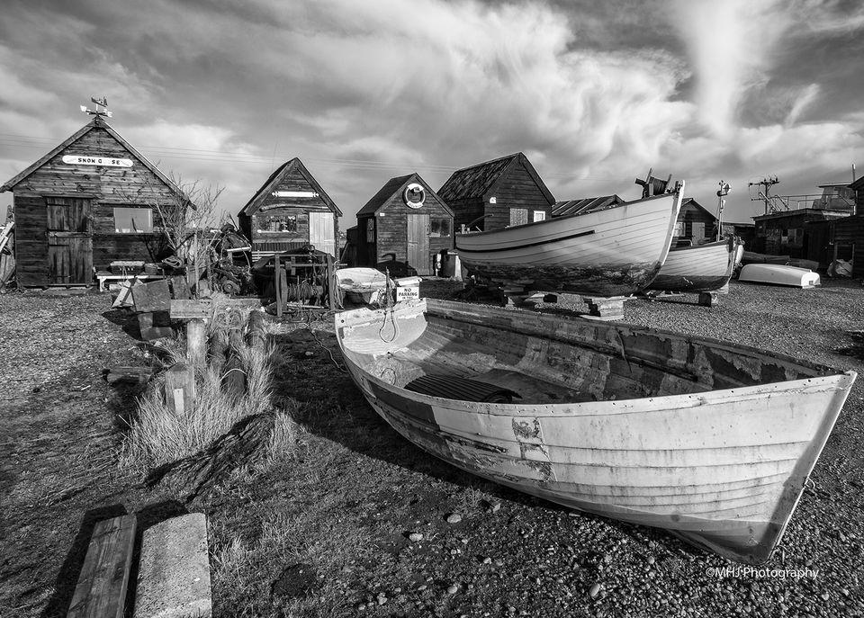 BW - Boats and huts