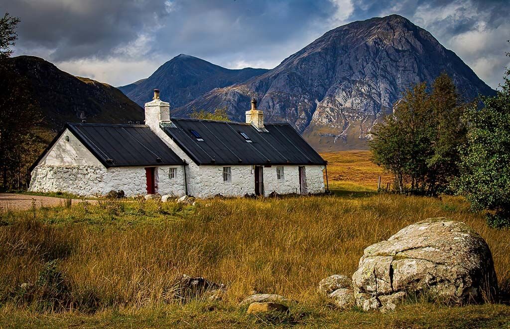 Classic Black Rock Cottage by Martin Hutchings 9