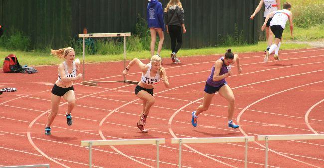 Emily Rosie  hurdles2