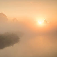 Mistige zonsopkomst in Ilpendam