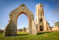 Ruined arch at Wymondham Abbey