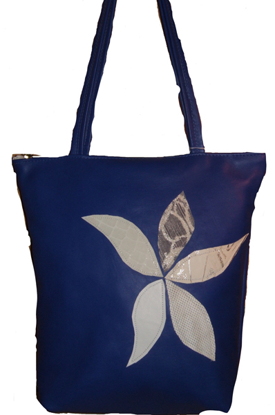 Tote bag in royal blue with applique in white