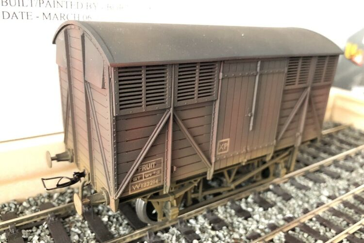 O Gauge BR Brown 12ton Fruit Van (ex GWR) Weathered