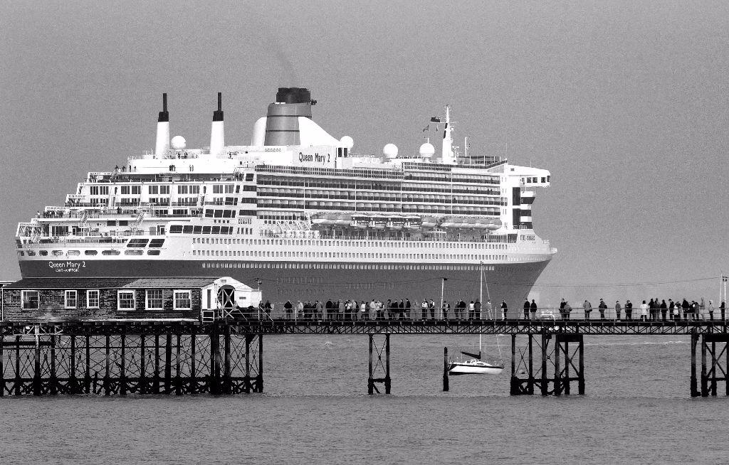 Queen Mary 2 Departure