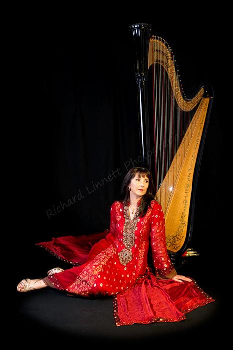 Oona-Linnett-Bollywood-Asian-Wedding-harpist