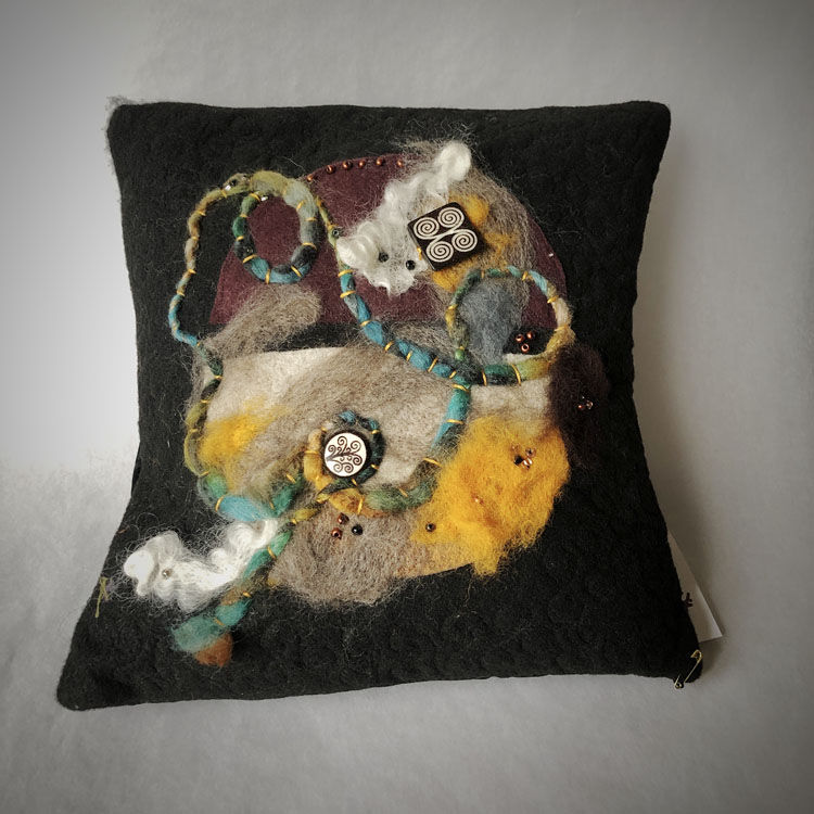 19-401 throwPillow rovingBlk Beads