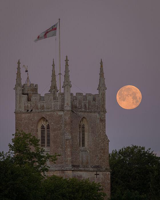 Strawberry Moon, Avebury
