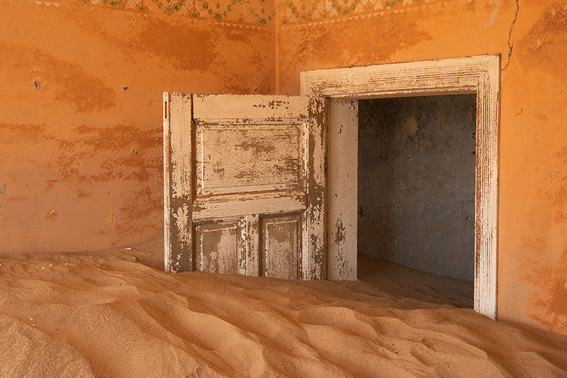 The Desert Reclaims, Kolmanskop
