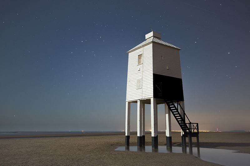 Burnham-on-Sea lighthouse at night