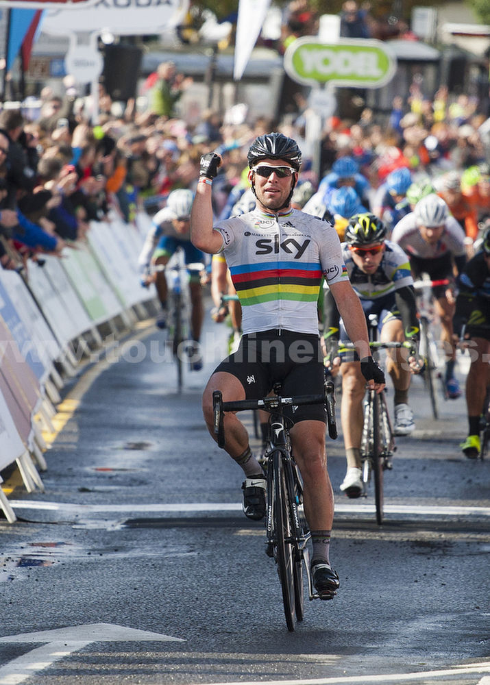 World Champion Mark Cavendish wins in Scotland