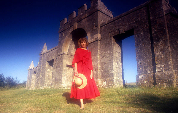 Lady in Red, Bond's Folly