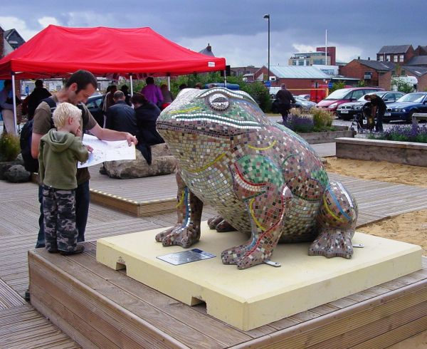 Mosaic commission 'Larkin 25' mosaic toad by Sue Kershaw