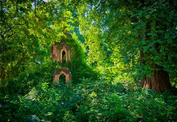 Ruins Nr Ma U Ah Le village