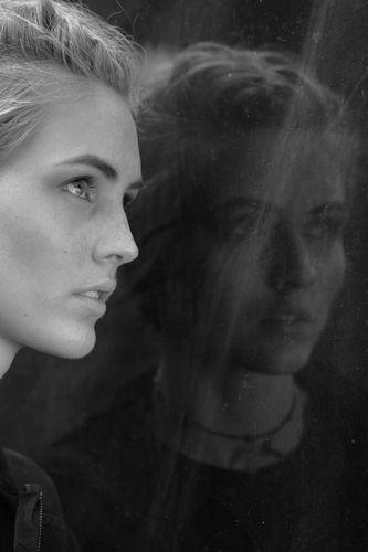 Alice - Mirror image