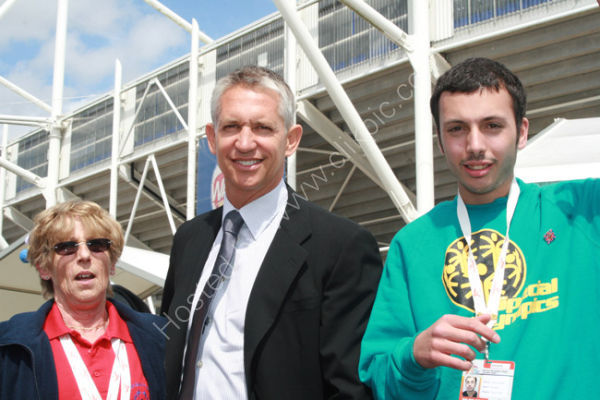 Gary Lineker and Athletes 2