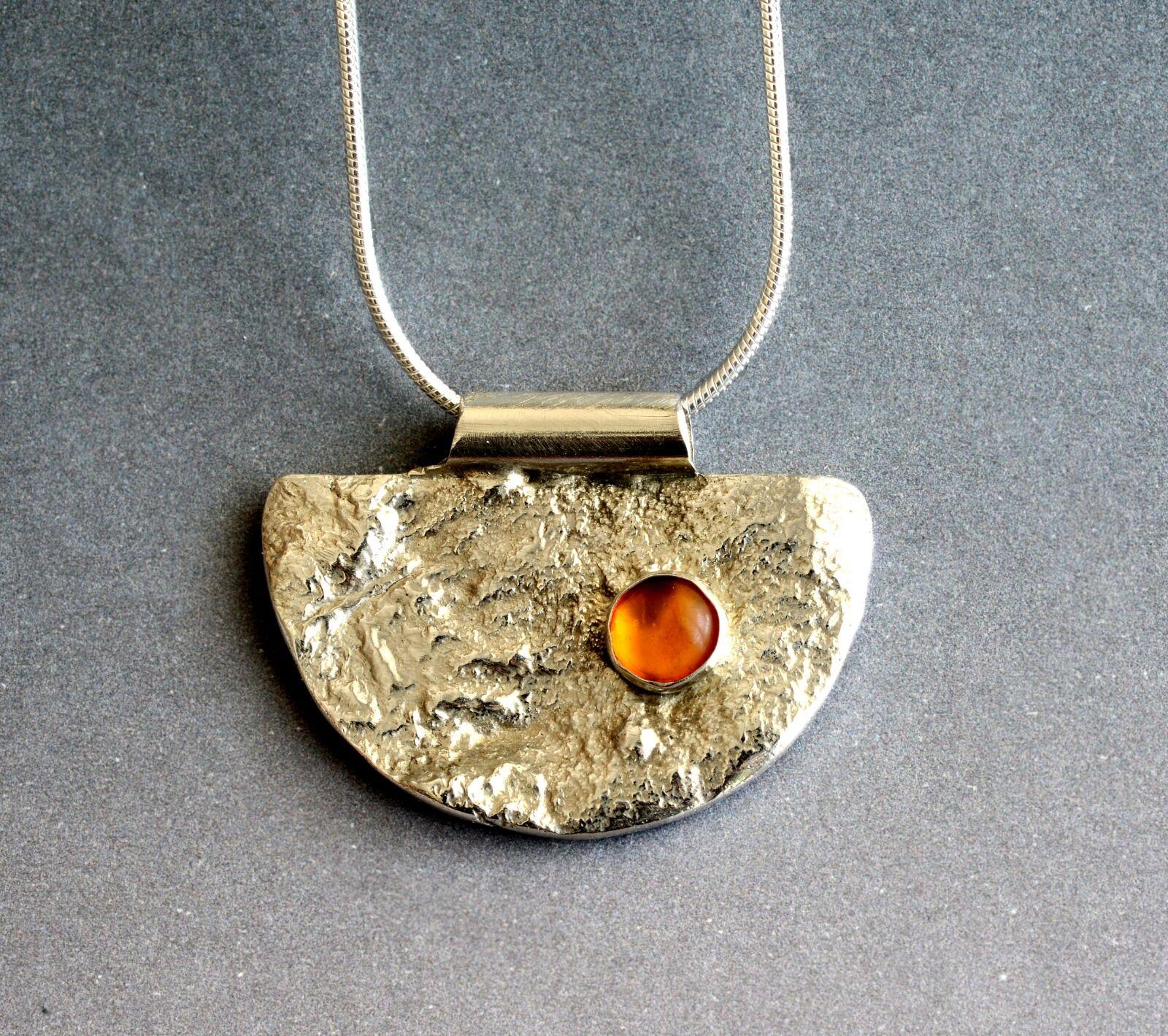 N18021 - Reticulated silver half moon pendant