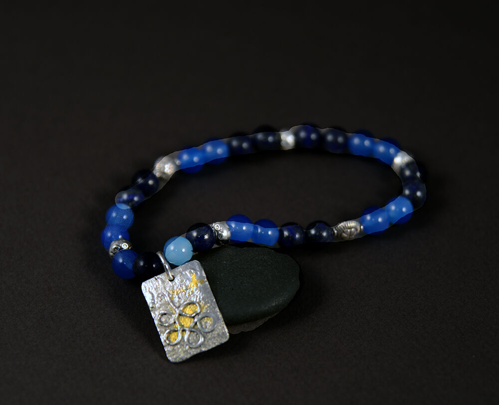 "CB18001 - Agate & lapis stone beads with reticulated ""charm"" with 24kt gold"