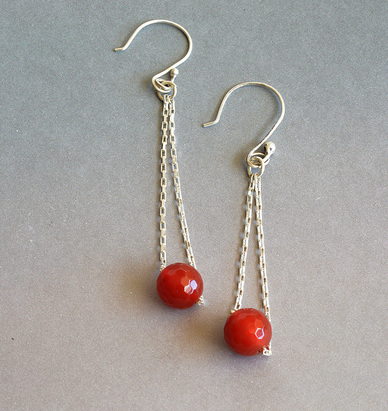 E18010 - Silver chains with faceted carnelian stone beads