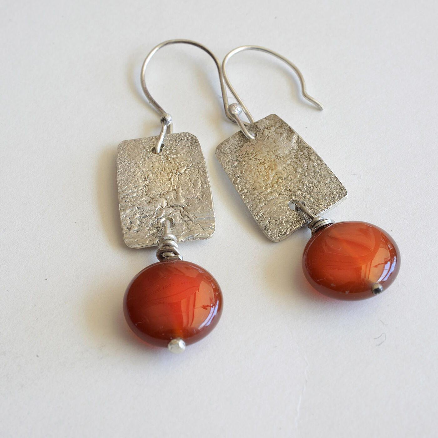 E18002 - Reticulated silver earrings with carnelian stones
