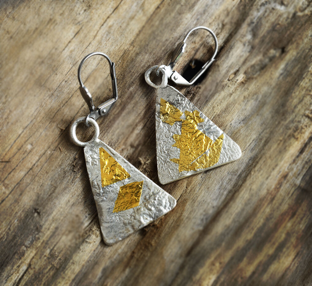 E18017 - Triangluar silver and gold earrings