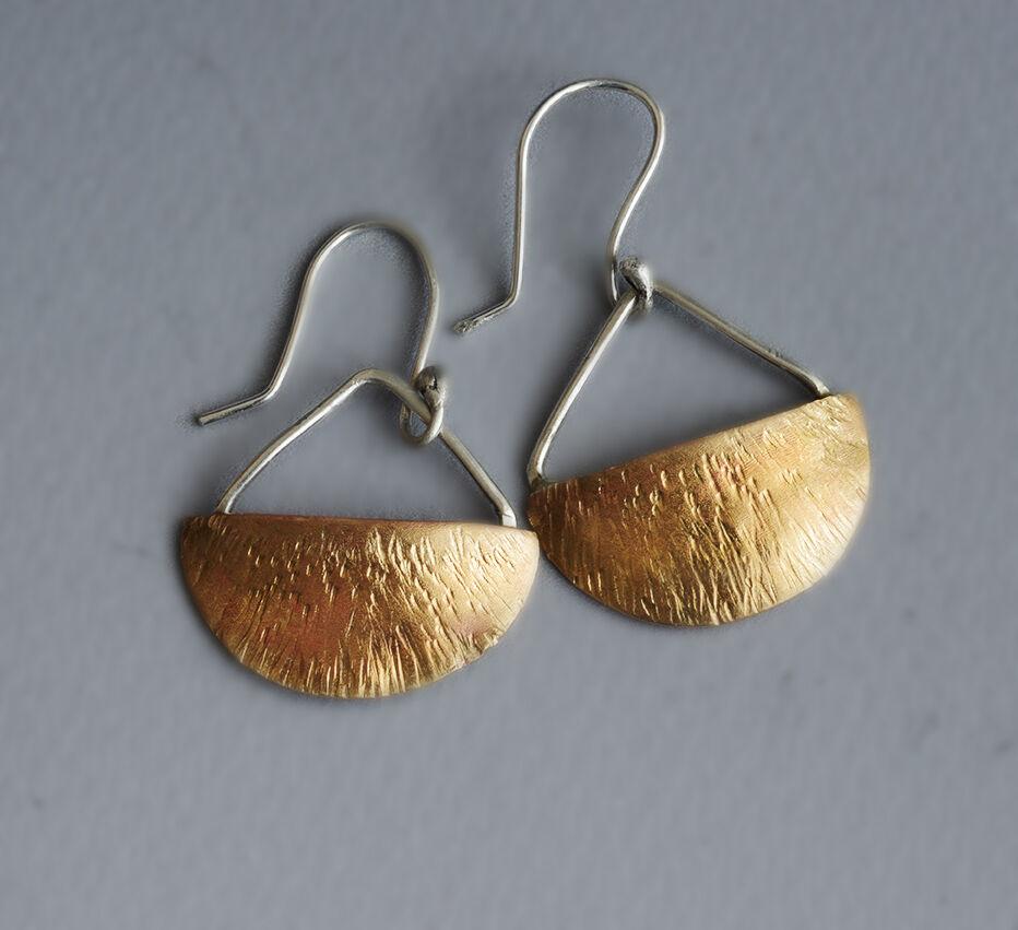E18037 - Forged brass half moon earrings