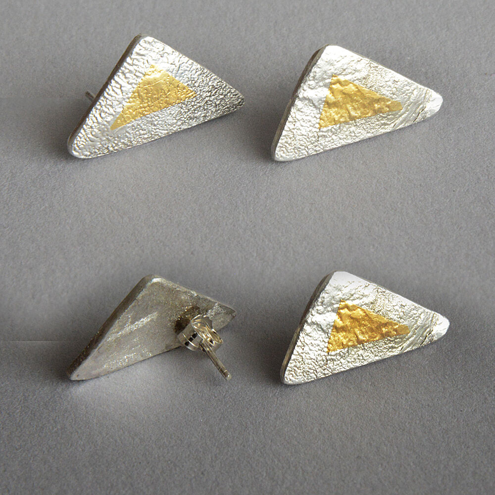 E20043 - Trianguar silver and gold stud earrings
