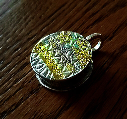 MB2002 - Circular box style stamped fine silver & 24kt gold bead
