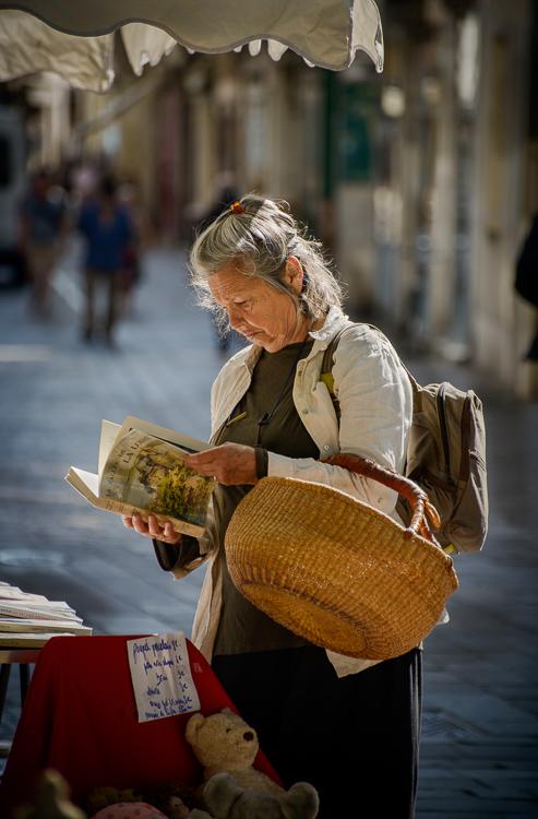 'Book hunt'