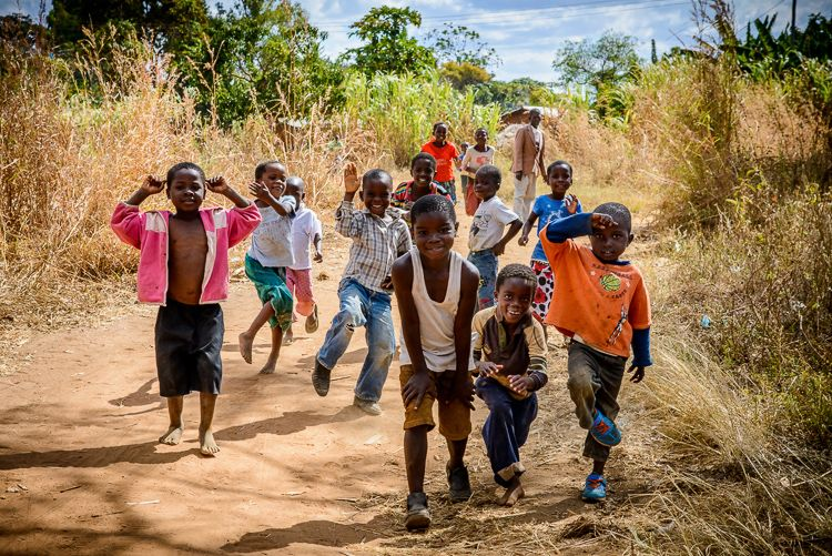 Children playing in Mtunthama