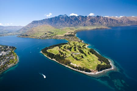 Lake Wakatipu, Kelvin Heights Golf Course on Kelvin Peninsula and The Remarkables, Queenstown, South Island, New Zealand - aerial SQtn393