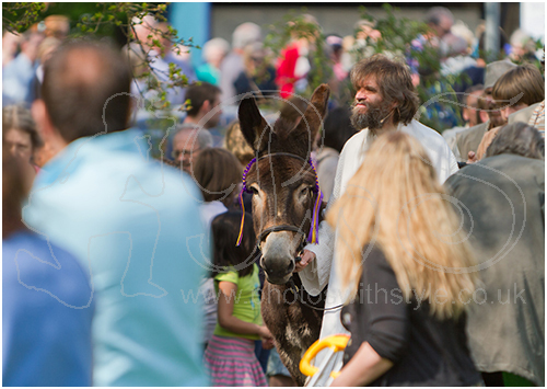 Jesus in the crowd on Palm Sunday