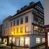 LDLW008 - black & white building in Broad Street