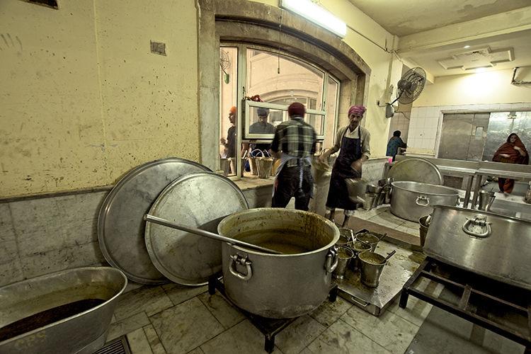 sikh temple delhi feeding the masses