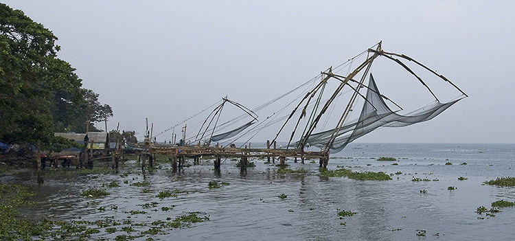 Cochin fishermen and Chinese fishing nets