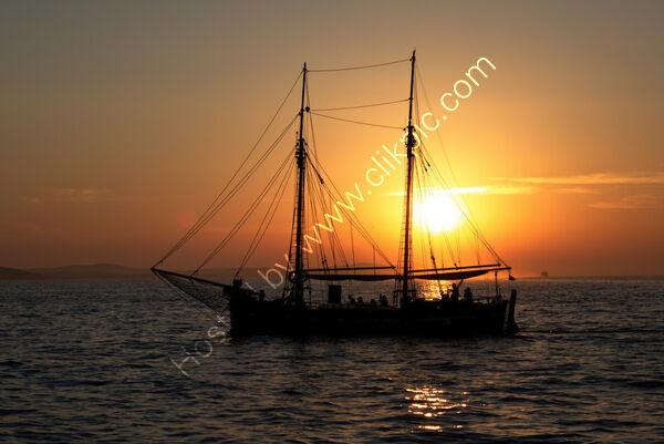 Sunsets & Sunrises - 3rd= - Peter Jeffrey - Sailing across the SunSet in Zadar