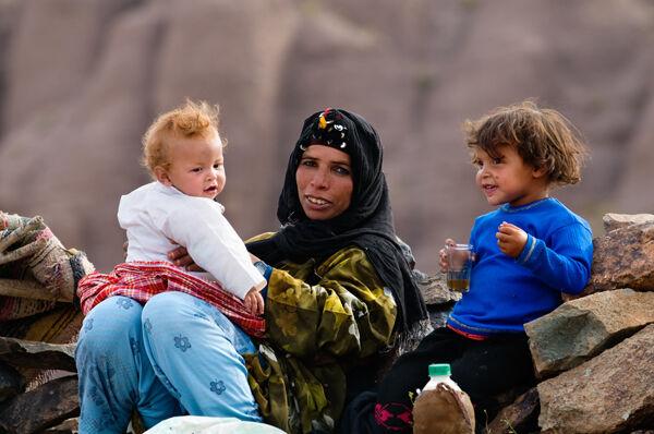 Ait Atta mother with her children