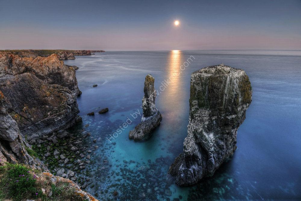 pembrokshire photo Elegug stacks  moonrise