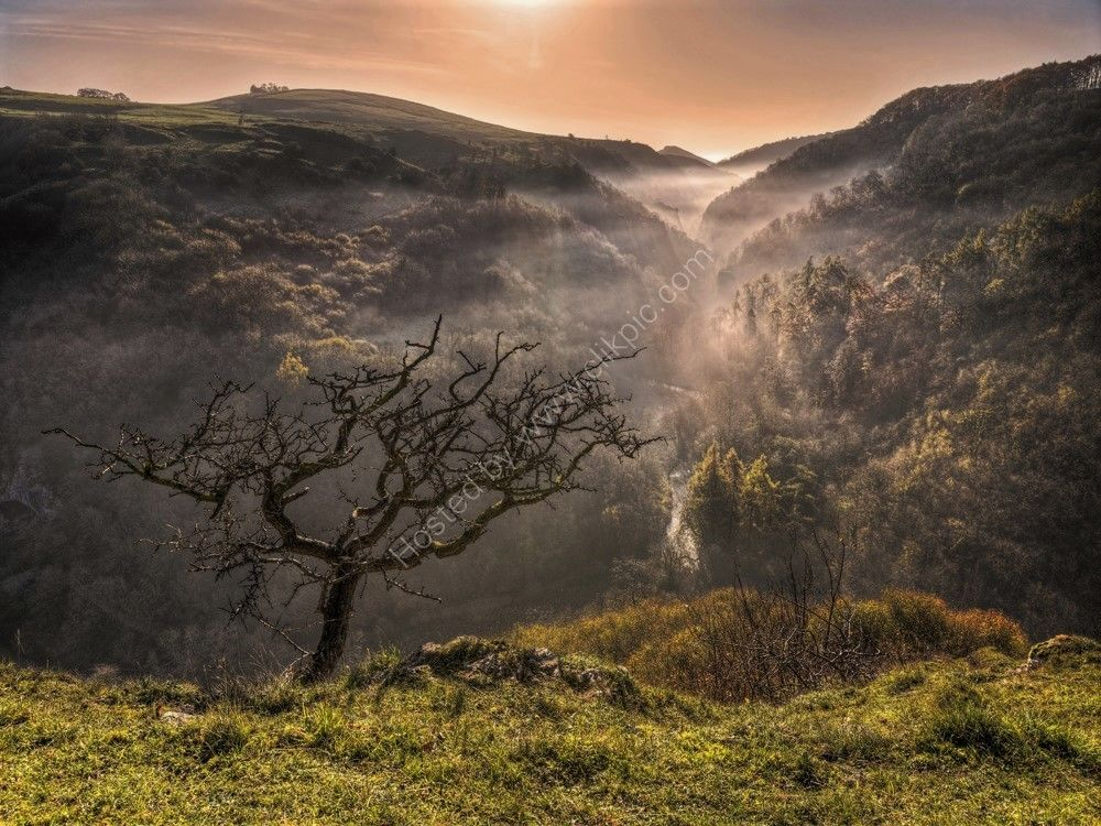 peak district photo Dovedale from Ravens Tor